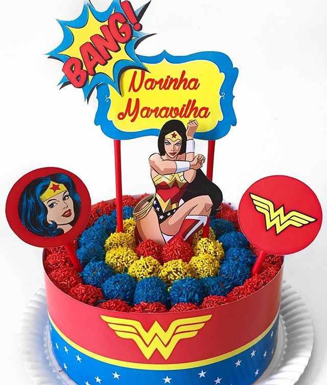 bolo mulher maravilha com topo