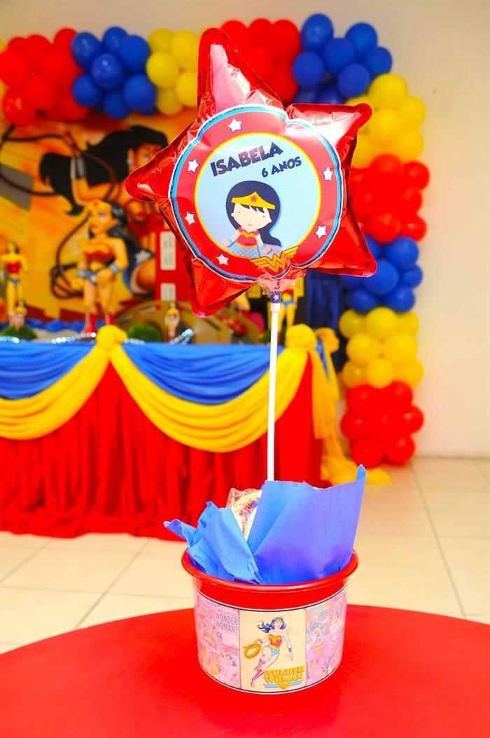 centro de mesa mulher maravilha com balão