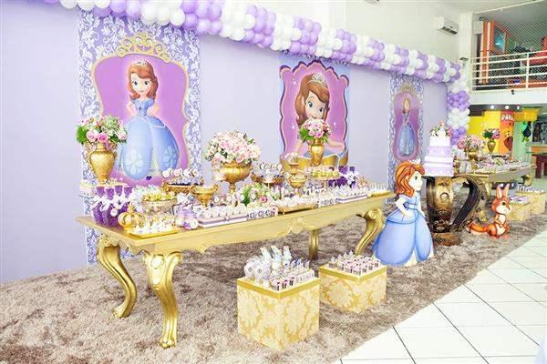 decoração mesa do bolo princesa sofia