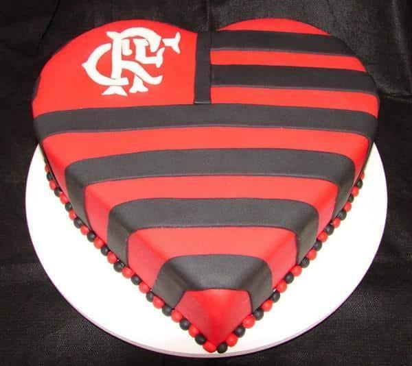 bolo do flamengo em formato de coração