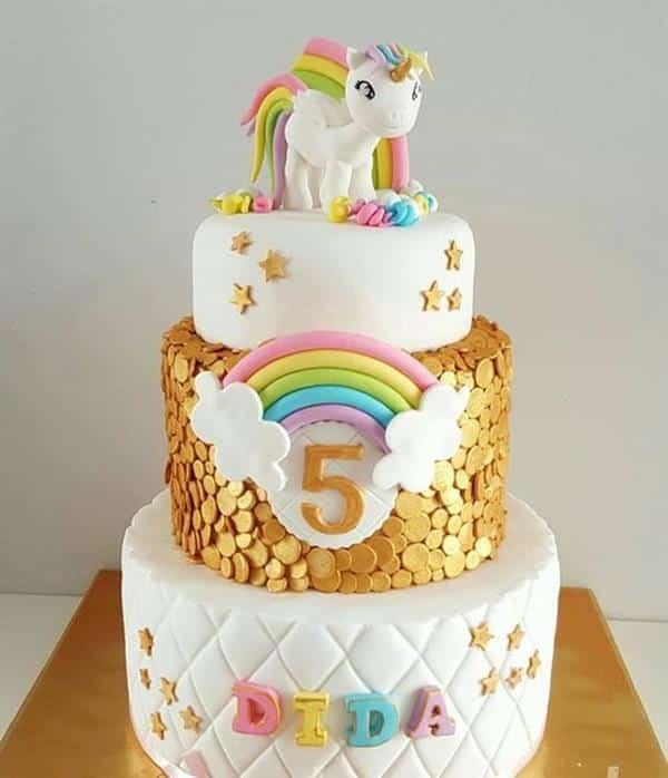 bolo unicórnio dourado e branco