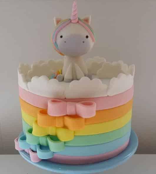 bolo de unicórnio com arco iris