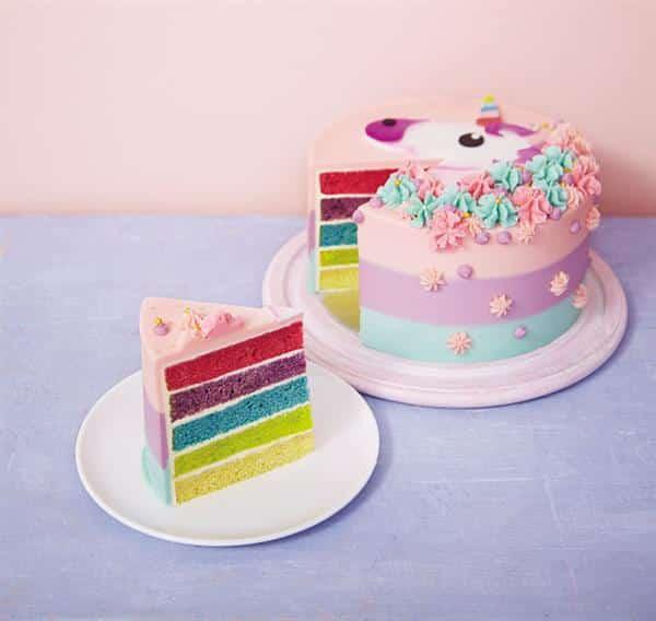 bolo unicórnio com massa colorida