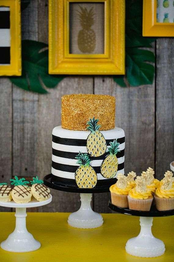bolo decorado com abacaxi