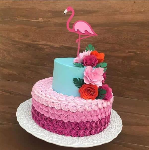 bolo flamingo com flores de papel