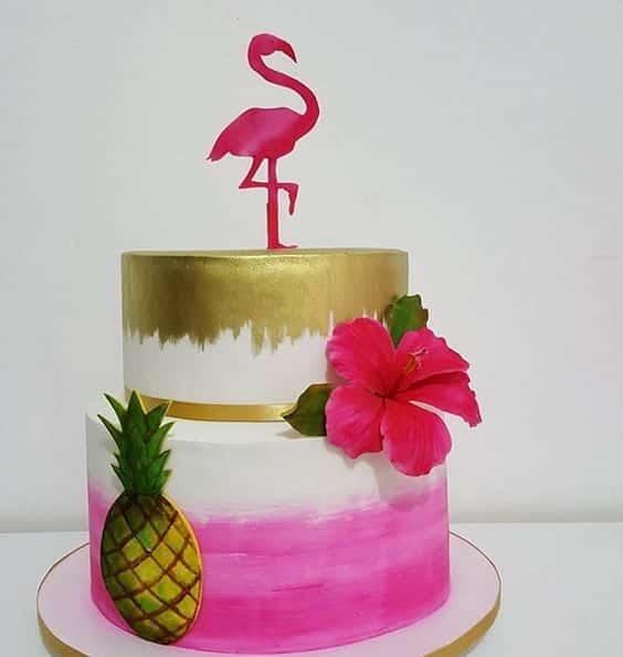 bolo flamingo decorado com dourado e rosa