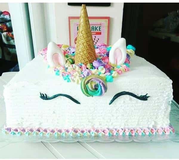 bolo de unicórnio branco com casquinha de sorvete