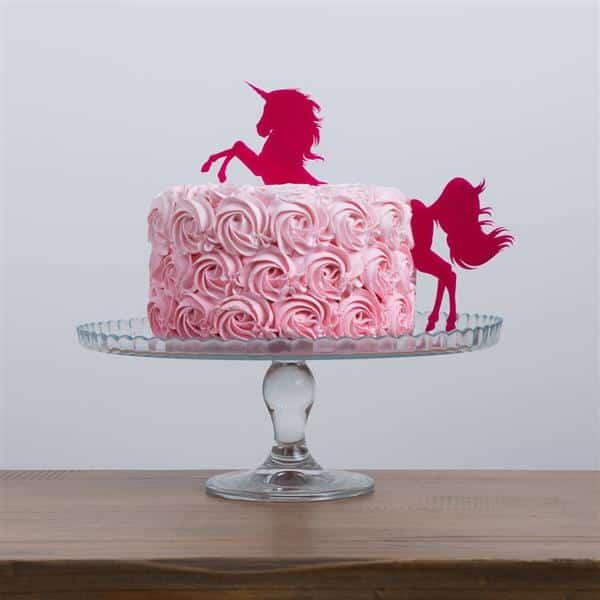bolo de unicórnio com flores de chantilly
