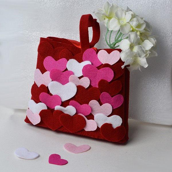 bolsinha de feltro com corações