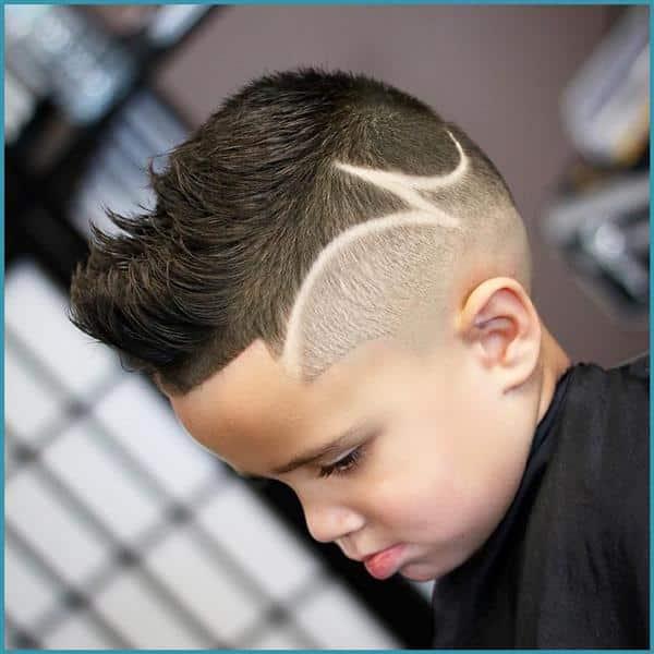 cabelo masculino infantil moicano