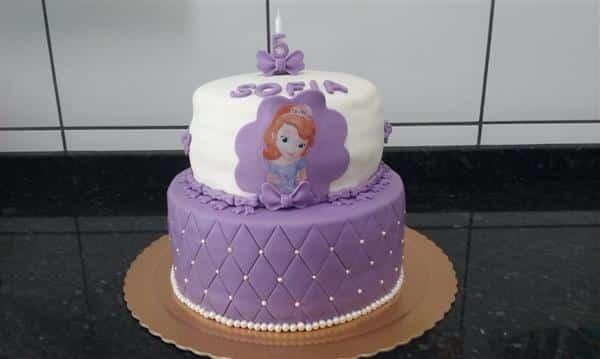bolo branco e lilas