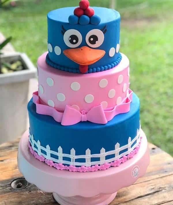bolo da galinha pintadinha decorado
