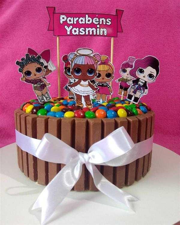 bolo decorado com kit kat