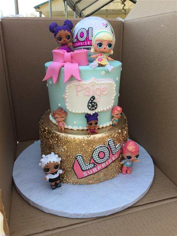 decorando bolo