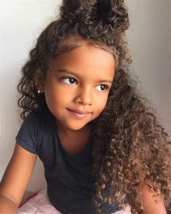 Penteado infantil para cabelos cacheados