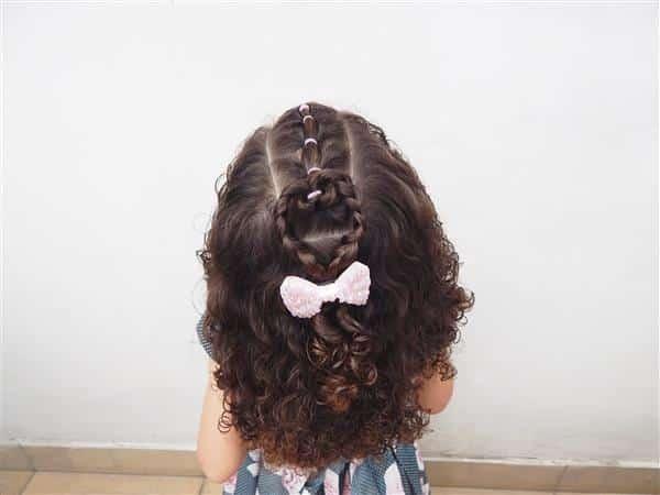 Penteado para Cabelo Cacheado Infantil simples