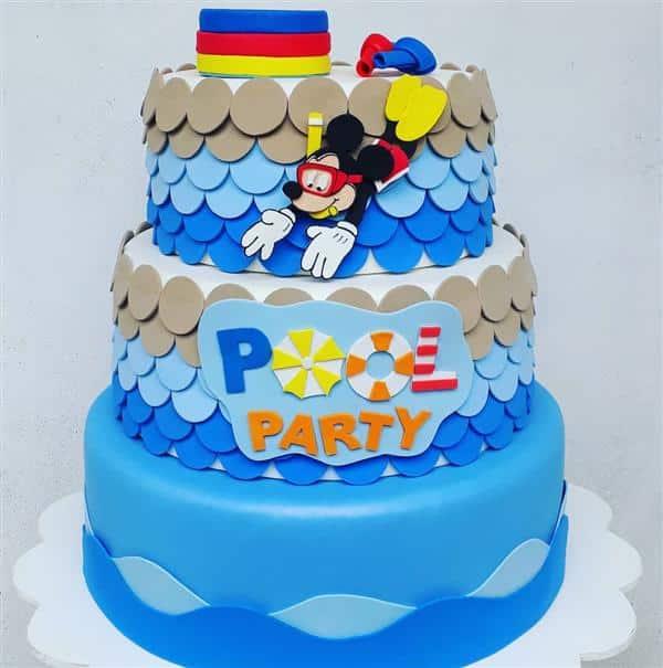 bolo fake festa na piscina