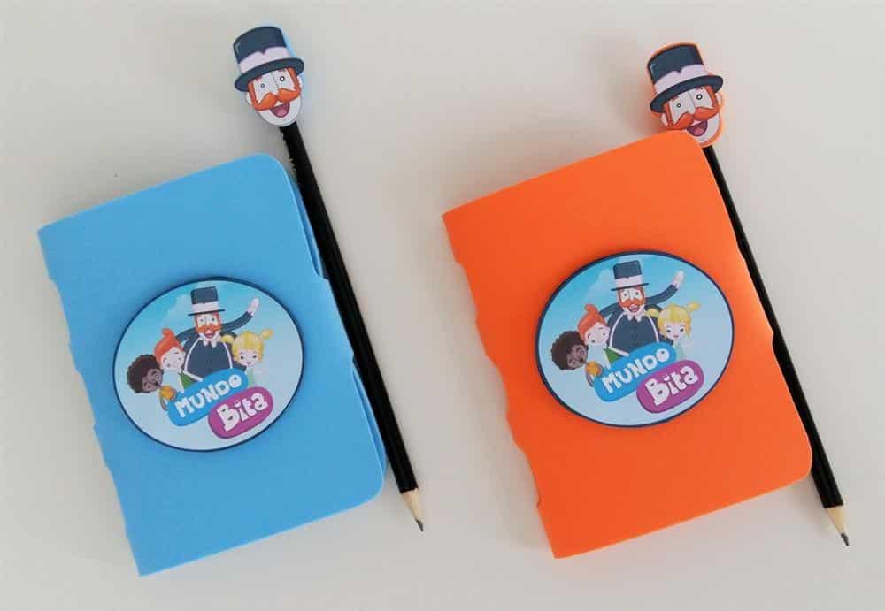 caderno e lapis decorados