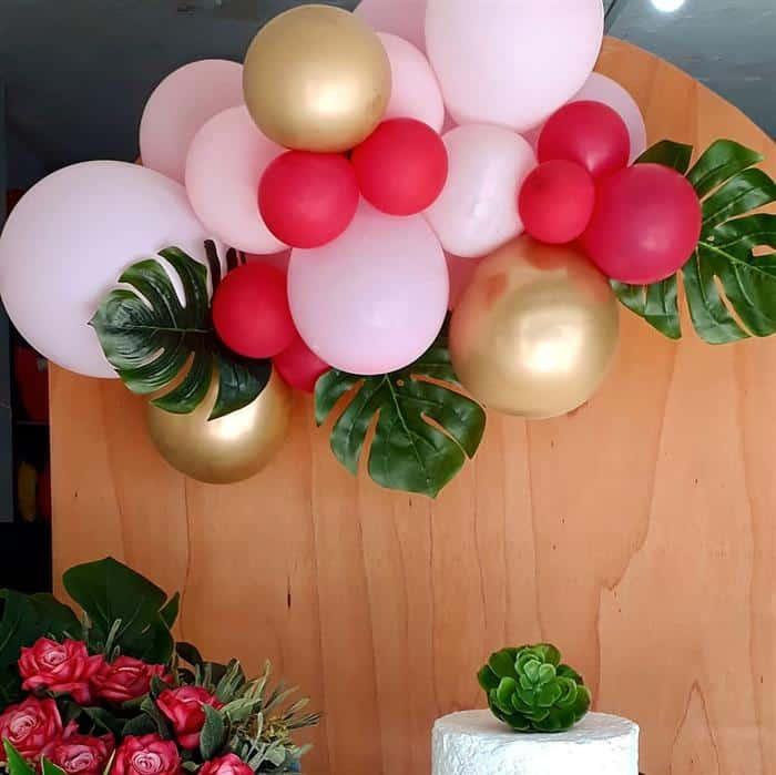 arco desconstruído de balões